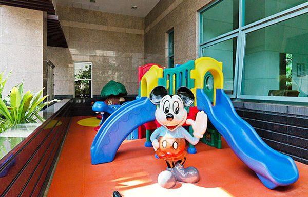 The-Park-Chidlom-Bangkok-condo-playground