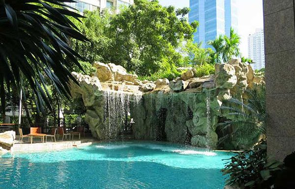 The-Park-Chidlom-Bangkok-condo-swimmingpools